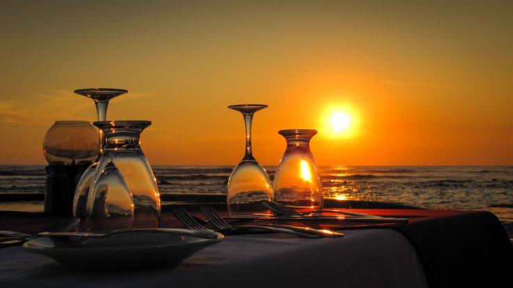 Al fresco dining by the beach