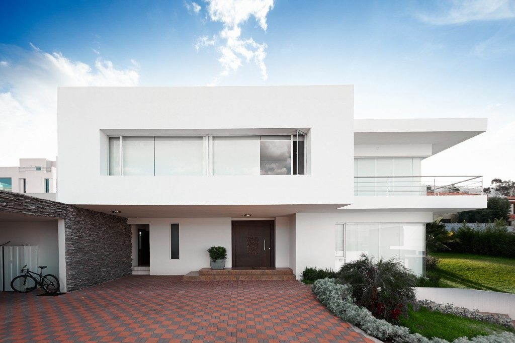 Modern house with a driveway